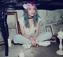 pale grunge girl by kittyholocaust
