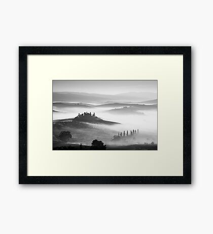 Early morning mist, Val D'Orcia, Tuscany, Italy. Framed Print