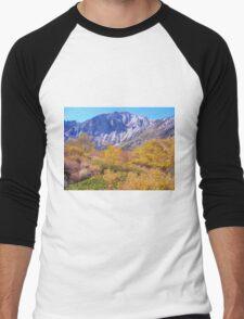 COLORFUL AUTUMN MOUNTAIN RANGE IN MAMMOTH MOUNTAIN Men's Baseball ¾ T-Shirt