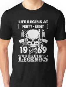 Gift 1969 The birth of Legends Shirt Unisex T-Shirt