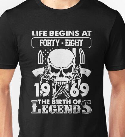 Gift 1969 The birth of Legends Shirt Unisex T-Shirt