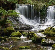 Horseshoe waterfall by Andrew Durick
