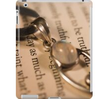 Necklace against Page iPad Case/Skin