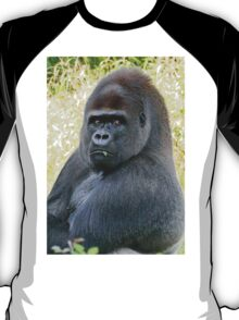 """An intimate portrait close-up 12 (c) (h) """"Back Silver"""" A gorilla who is the star of the day .... T-Shirt"""