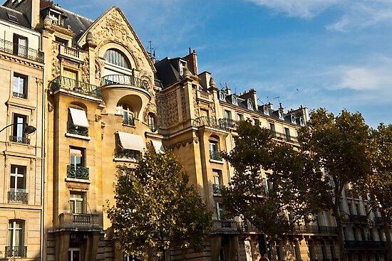 Parisian architecture by Mathieu Longvert