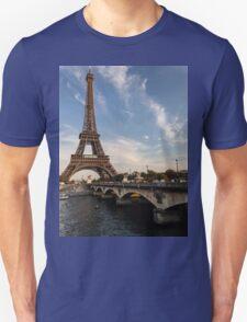Tour Eiffel et Pont d'Iéna T-Shirt