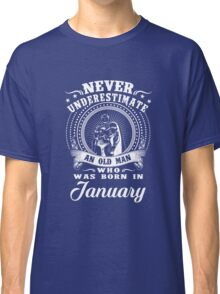 Never underestimate an old man who was born in january T-shirt Classic T-Shirt