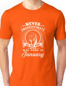 Never underestimate an old man who was born in january T-shirt Unisex T-Shirt