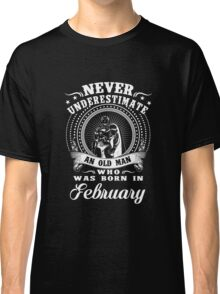 Never underestimate an old man who was born in february T-shirt Classic T-Shirt