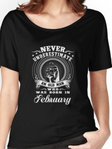 Never underestimate an old man who was born in february T-shirt Women's Relaxed Fit T-Shirt
