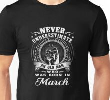 Never underestimate an old man who was born in march T-shirt Unisex T-Shirt