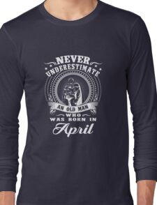 Never underestimate an old man who was born in april T-shirt Long Sleeve T-Shirt