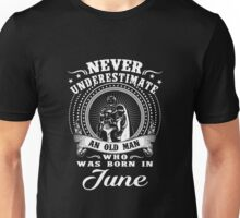 Never underestimate an old man who was born in june T-shirt Unisex T-Shirt