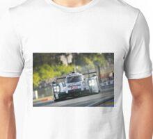 Porsche 919 racing at Le Mans ... Unisex T-Shirt