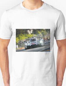 Porsche 919 racing at Le Mans ... T-Shirt