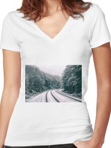 Snowy Travel Women's Fitted V-Neck T-Shirt