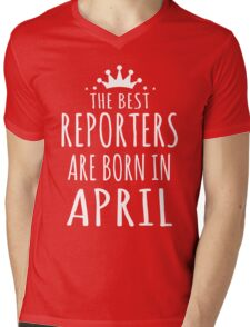 THE BEST REPORTERS ARE BORN IN APRIL Mens V-Neck T-Shirt