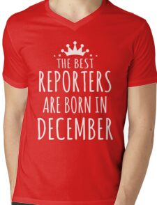 THE BEST REPORTERS ARE BORN IN DECEMBER Mens V-Neck T-Shirt