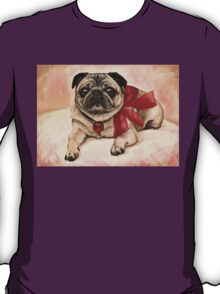Christmas pug with a red bow  T-Shirt