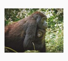 mother with baby mountain gorilla T-Shirt