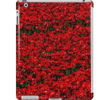 Poppy fields of remembrance for WW1 at Tower of London iPad Case/Skin