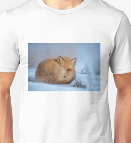 Fox in the snow Unisex T-Shirt