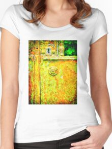 The rusty and peeling gate Women's Fitted Scoop T-Shirt