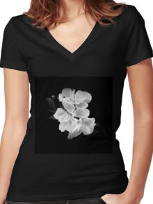 Geranium in black and white Women's Fitted V-Neck T-Shirt
