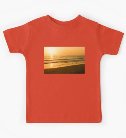 Glossy Gold and Surfers - Sunset on the Beach in California  Kids Tee