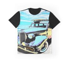 Plymouth Woody Early in the Morning by the Sea Graphic T-Shirt