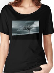 Alone tree before the rain Women's Relaxed Fit T-Shirt
