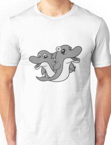 paar pärchen liebe verliebt mädchen girl frau weiblich hübsch schön blume kleiner delfin süß niedlich frech comic cartoon grinsen lächeln lustig  Unisex T-Shirt