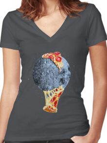 When the moon hits your eye... Women's Fitted V-Neck T-Shirt