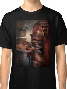 Dentist - Lab - Dental Workstation Classic T-Shirt