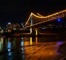 Low tide under the Storey Bridge by Wayne  Nixon  (W E NIXON PHOTOGRAPHY)
