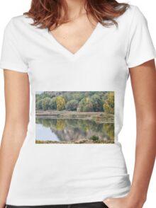 landscape lake Women's Fitted V-Neck T-Shirt