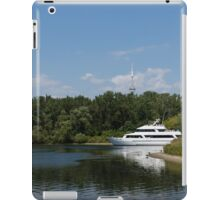 Cruising Among the Toronto Islands  iPad Case/Skin