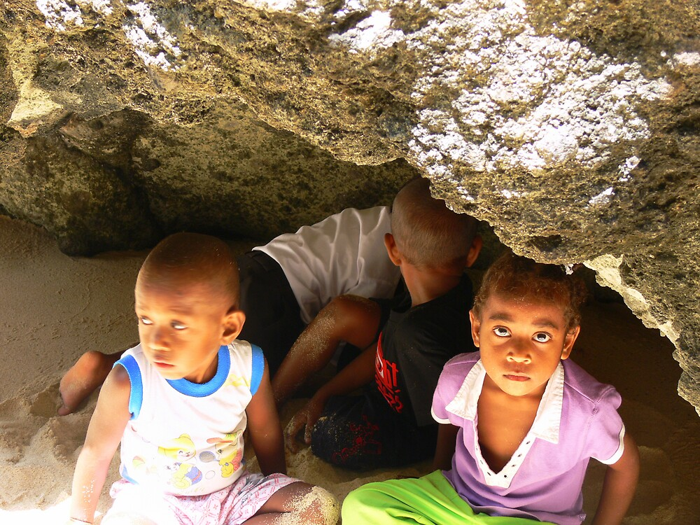 Hiding kids - Fiji by Abby Tropea