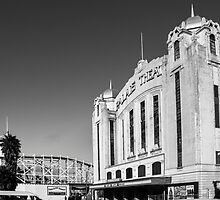 Palais Theatre by Simon Bennett