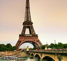 La Tour Eiffel by Christopher Chan