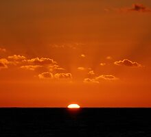 Sunrise from Lorne Pier by kirsty