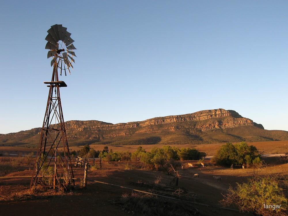 Rawnsley Bluff Flinders Ranges by langar