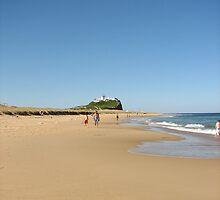 Nobby's Beach by David  Kembrey