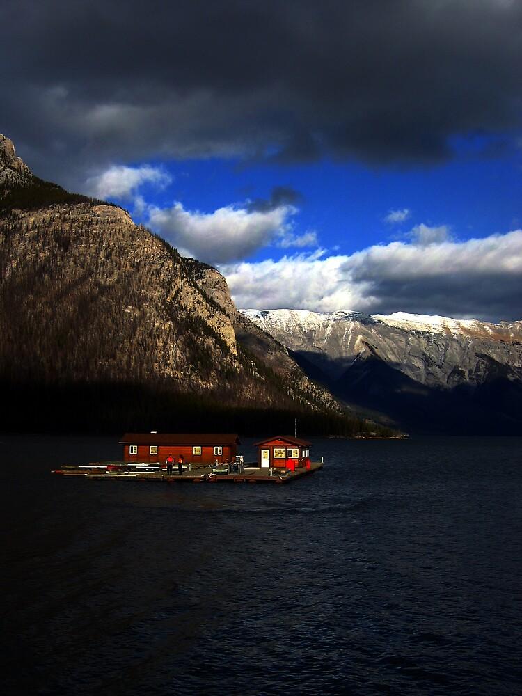 Day on the lake - Lake Minnewanka by marklow