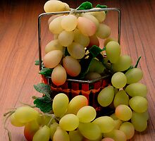 Grapes by dranq