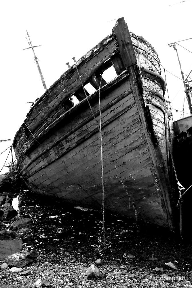 Shipwreck by dompech