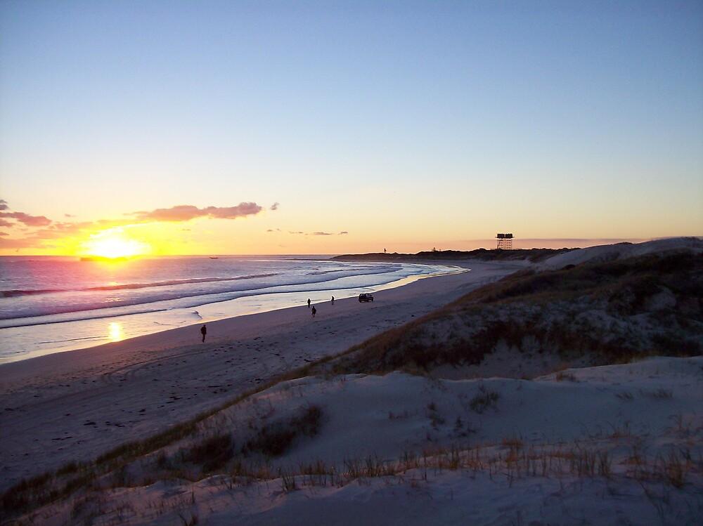 sunset at Lancelin by dodgsun