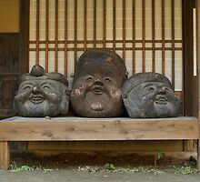 Japan - 3 Heads On A Bench by tmac
