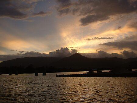 Sun set in cambodia by RyanMoreno