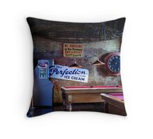 Winnies Gourmet Pizza Bar, Queenstown, NZ. Throw Pillow